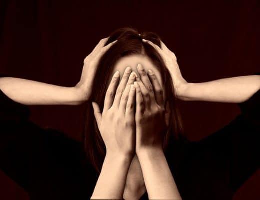 Frau die gestresst ist