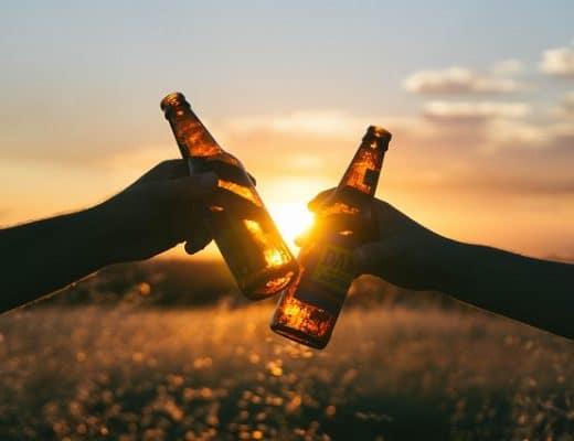 Zwei Alkoholflaschen