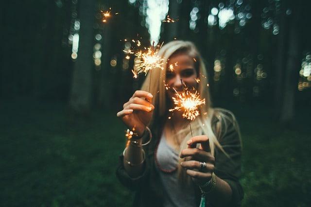 Frau die glücklich ist